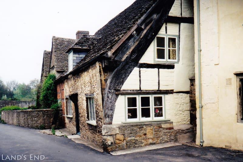 レイコック(Lacock)、クラック・フレームの家(Cruck Frame House)