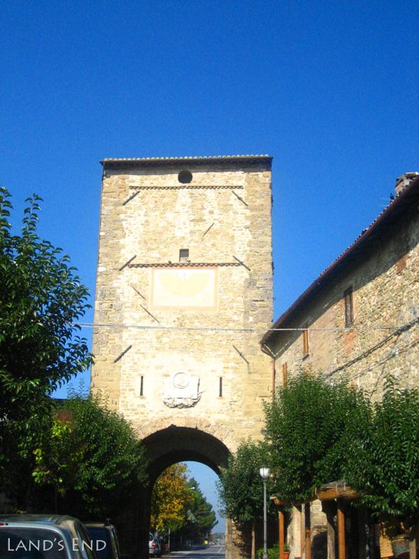 ベヴァーニャ(Bevagna)の城門
