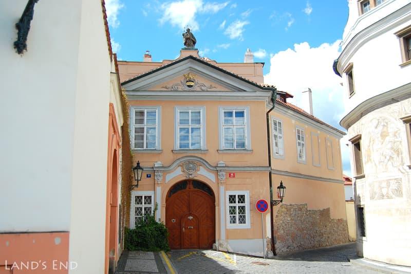 映画「アマデウス」でモーツァルトの住居として使われた建物