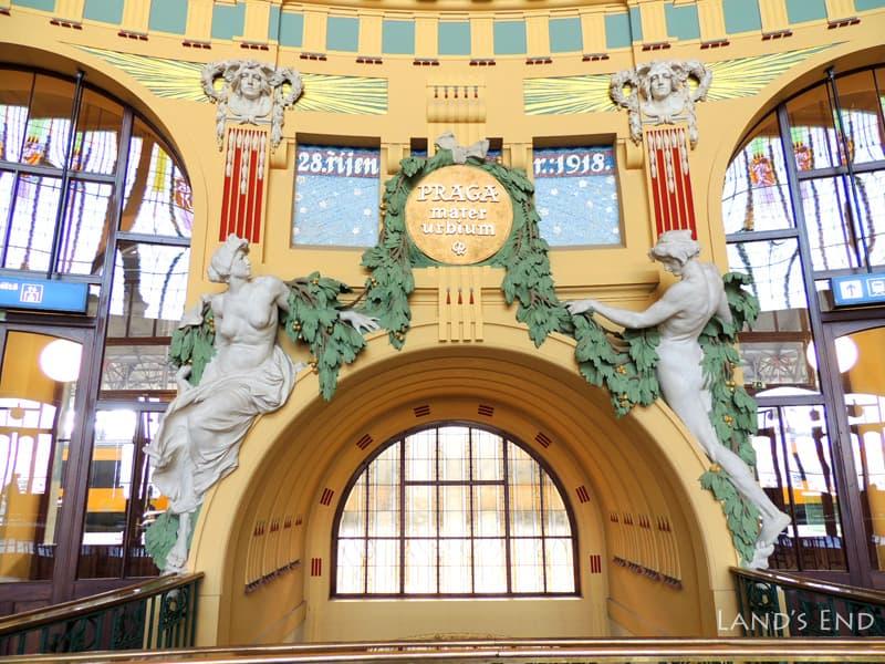 プラハ本駅3階カフェの丸天井