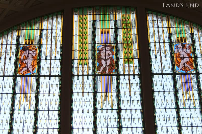 プラハ本駅3階のステンドグラス