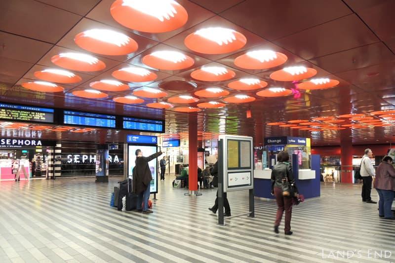 プラハ本駅のフロア