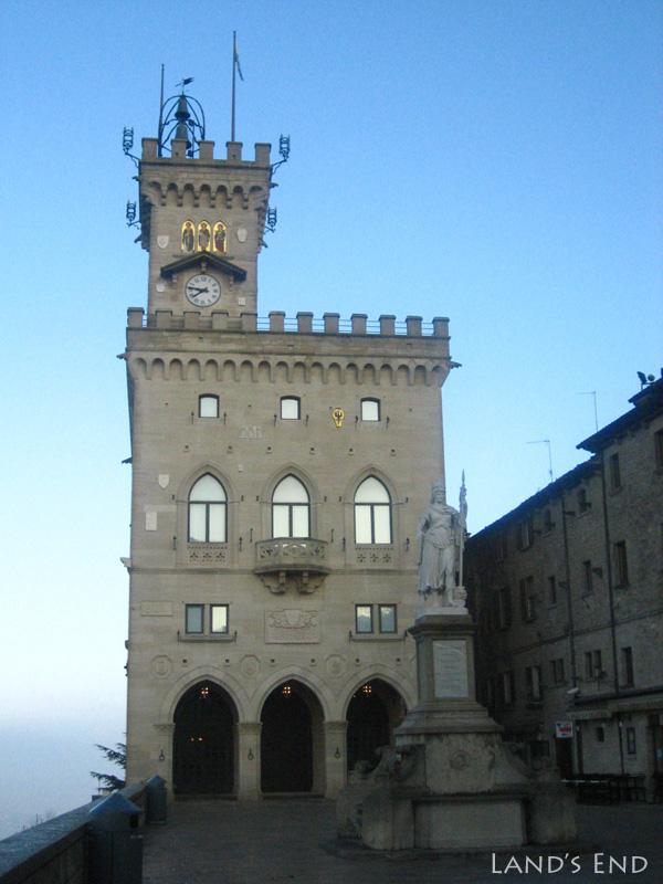 サン・マリノ、政庁舎